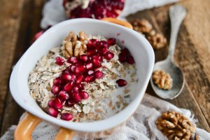 oatmeal with pomegranate